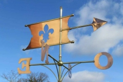 Fleur de Lyse Banner Weathervane with the compass direction letters in French